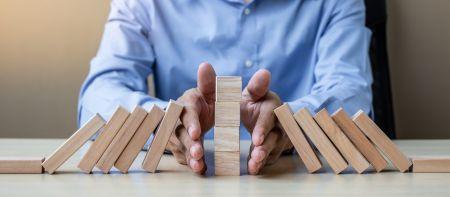 Minimal Risk Trades on IQcent